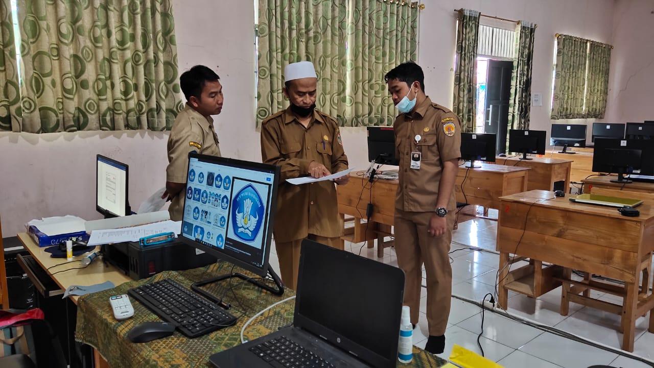 Pengawas SMK Verifikasi Alat-Alat Untuk  Uji Kompetensi Keahlian (UKK) di SMK  Darul Istiqamah Barabai